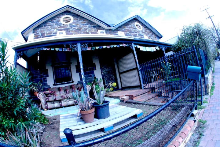 100 yr Old Maisonette - Malvern - Dom