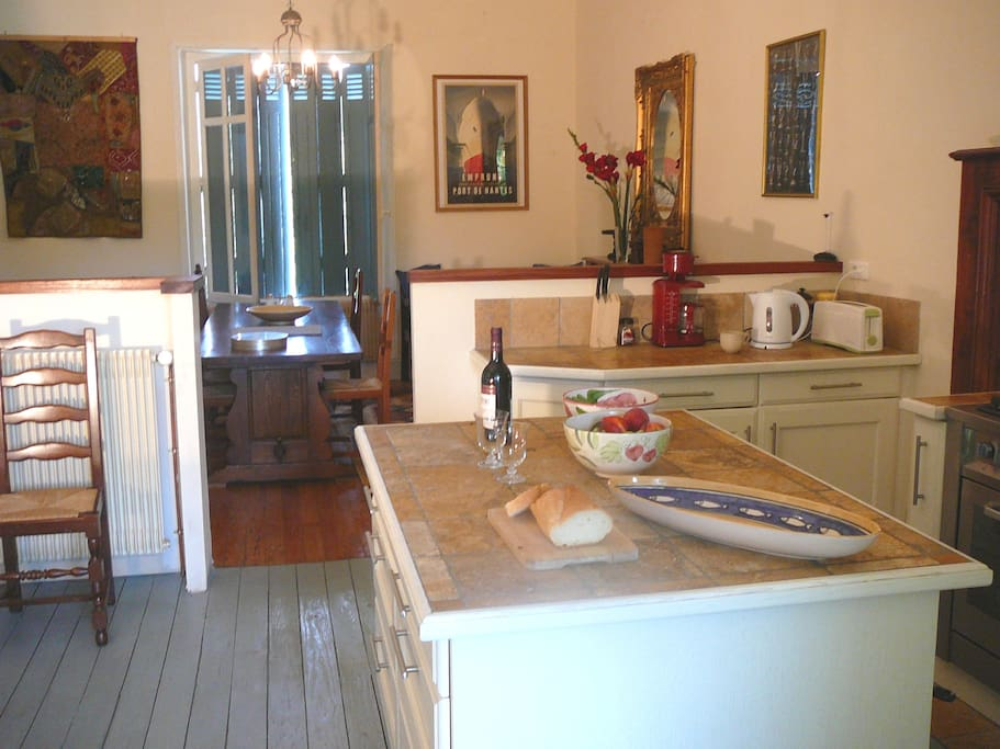 kitchen & dining room