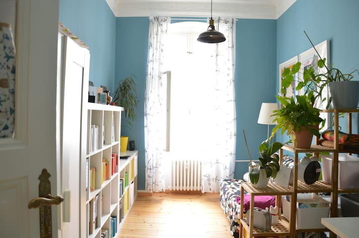 Lovely bright creative room in Berlin