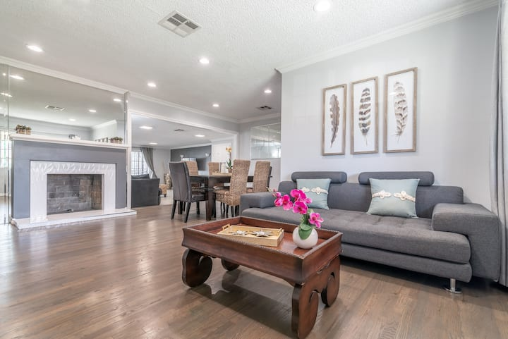 Inviting Newly Renovated Home with Pool and Grill