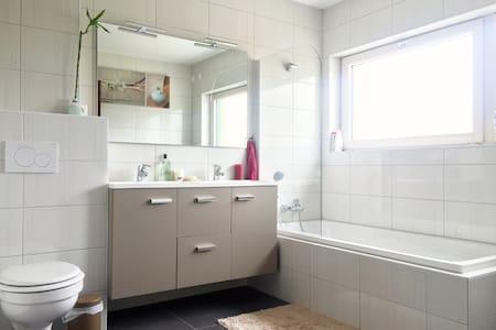 Cozy room near Basel airport - Saint-Louis - Řadový dům