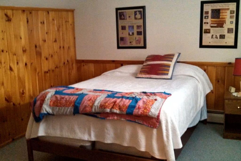 Room 2 in lakeside adirondack home pernottamento e for Pernottamento new york