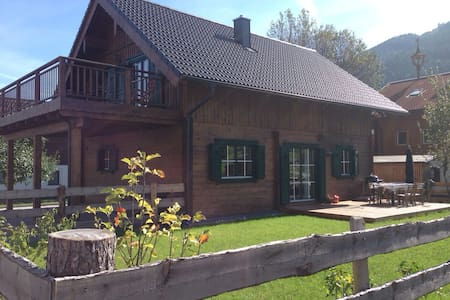 Tradition & Design in Wooden Chalet - Leogang - Apartamento