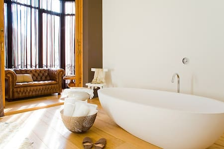Luxury 2 Bed, 3 Bath Apt + Terrace