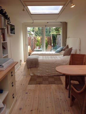 Vrijstaand appartement met veel privacy - Enschede - Penzion (B&B)