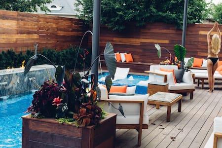 Villa Bobllagio - Luxe Home with Oasis Pool!