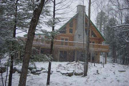 REAL Vt experiene in a log cabin - Essex - Casa