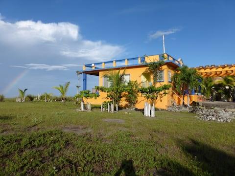 Piękny dom przy plaży na Pacyfiku