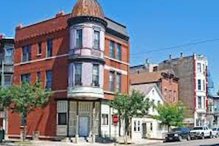 Private Room in the Heart of Pilsen - Chicago - House