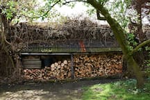 Enough wood for a cosy fire in the evening (no extra charge)