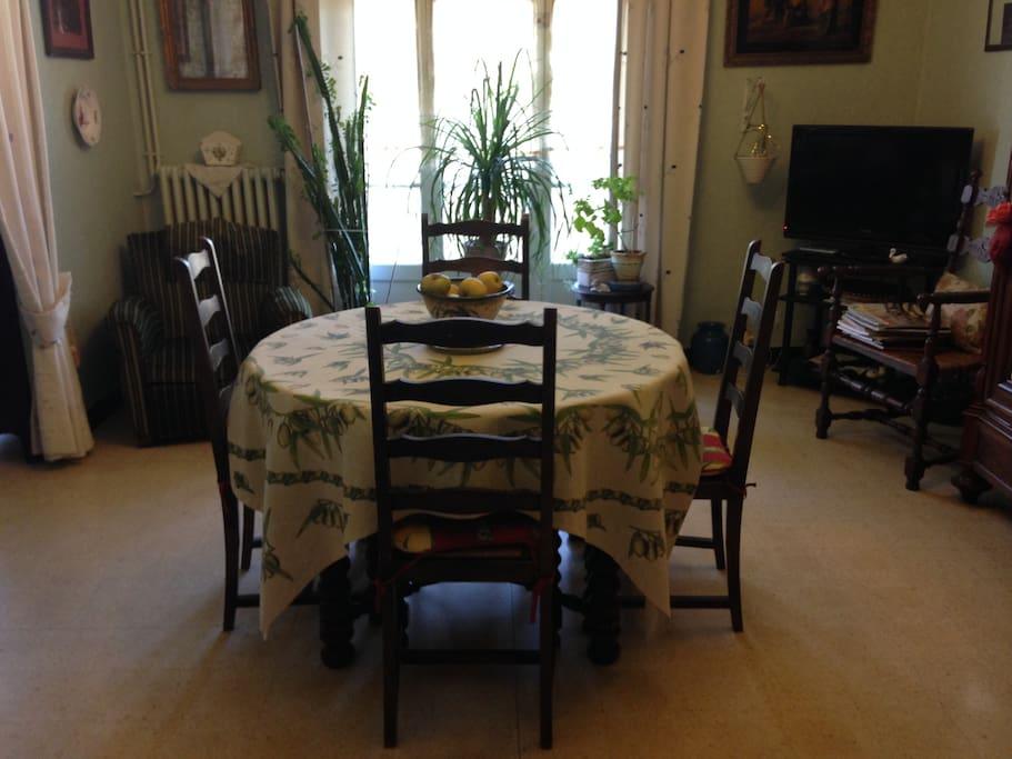 Salle a manger/ lounge