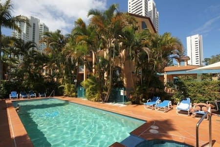 Centre of Broadbeach - Beach 200m - Broadbeach