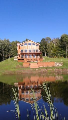 Sutton chalet & private lake Establishment 295391