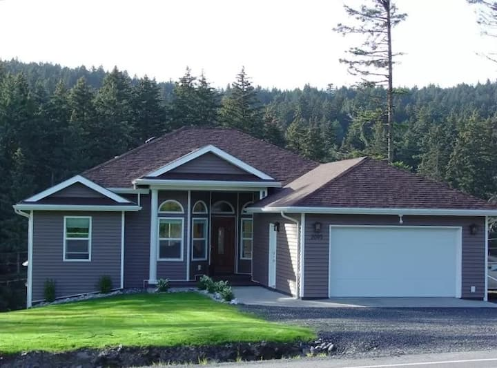 Kodiak, Alaska Executive Modern Rental Home