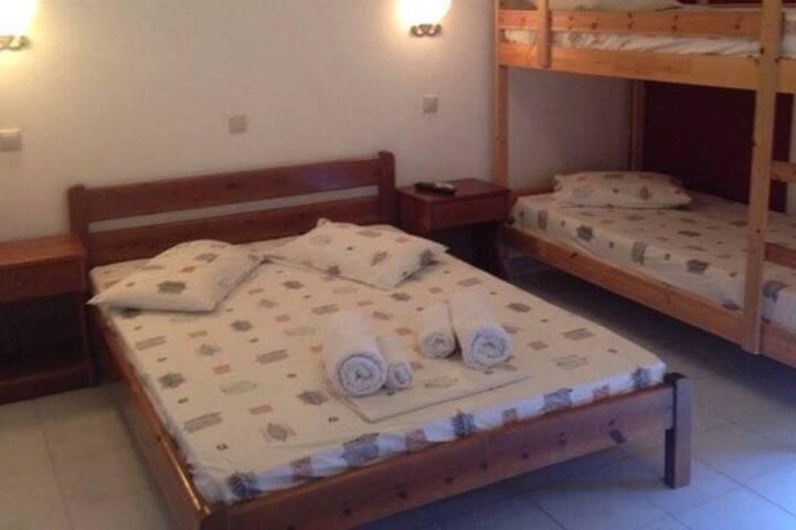 ''Ψαρού'' ενοικιαζόμενα δωμάτια - Paralia Skotinas