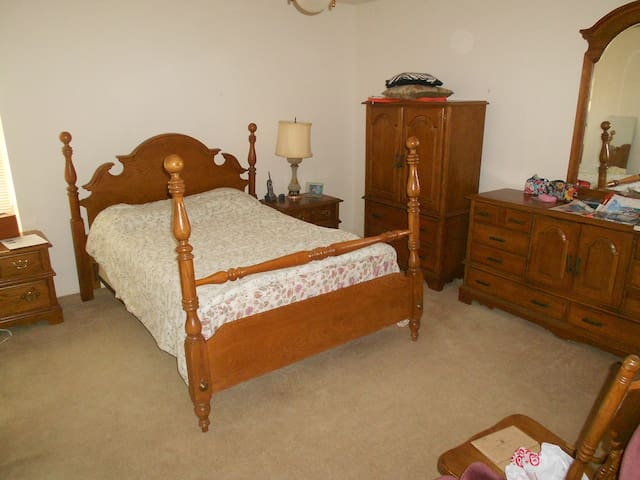 Master Bedroom/Close To Medical Cen