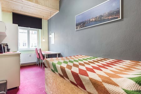 bright+central room friedrichshain - Berlino