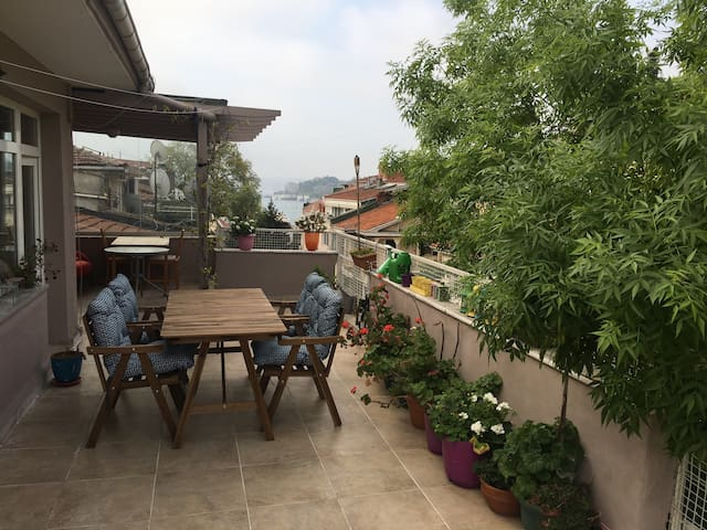 Nice room at a lovely terrace floor at Bebek