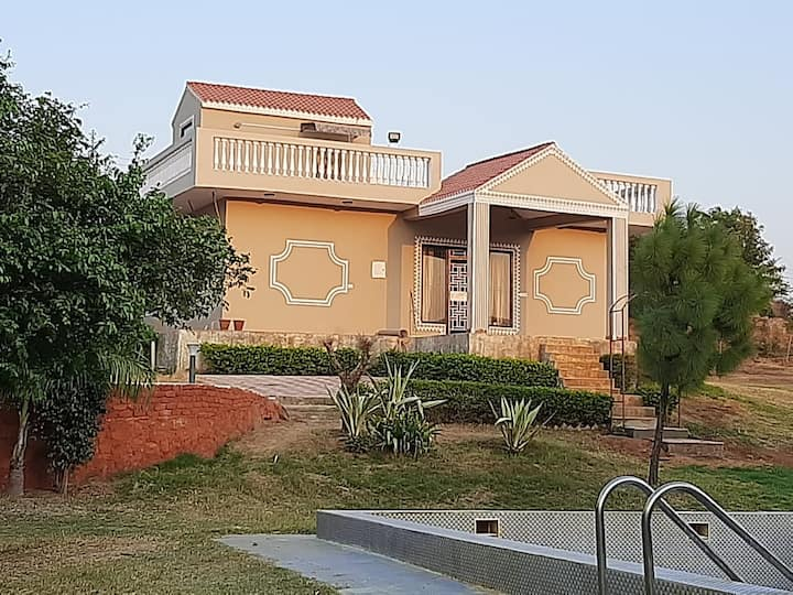 Sahni farms, spacious, great for parties and stay
