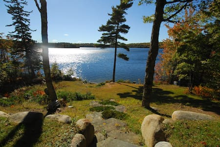 Lakefront Cottage on Annis Lake