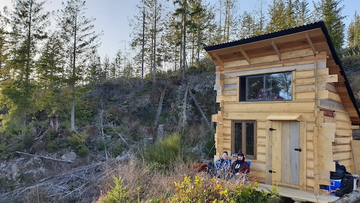 """Off-grid, rustic """"glamping"""" cabin"""