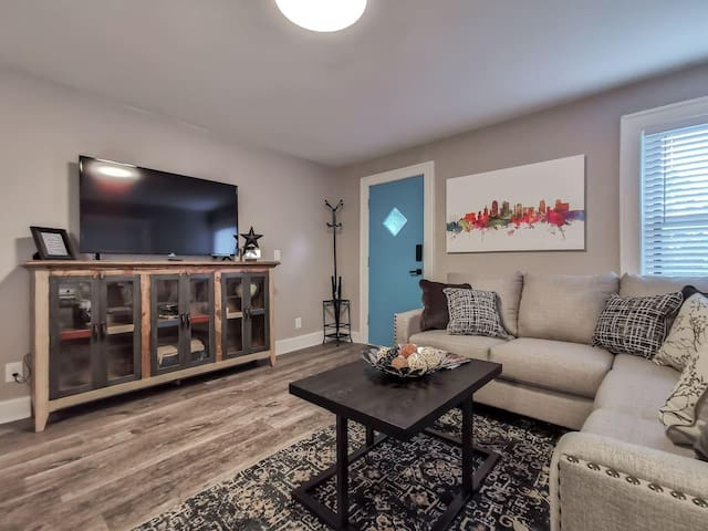 W-1E · New Renovated 1Bed in Heart of Westport!  Awesome Location!