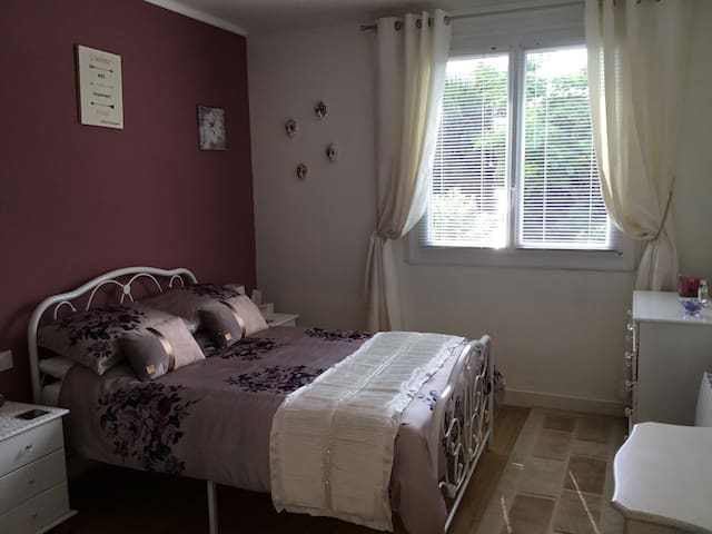 1 or 2 double bedrooms/breakfast/great location