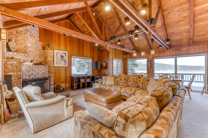 Terrific lakefront gem w/ private hot tub, dock, & beach - near skiing & town!