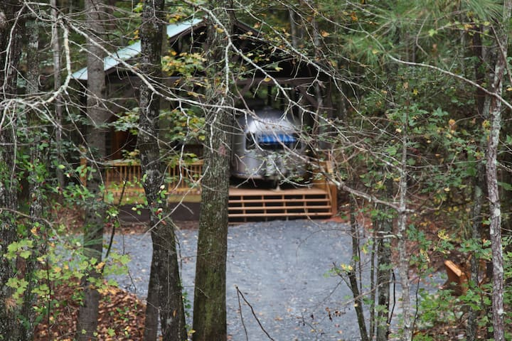 Experience Airstream Glamping - Ellijay - Camper