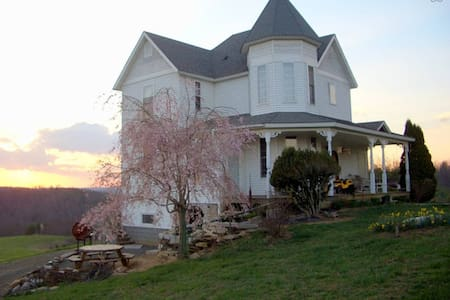 Narrogate Farm - Dugspur - Bed & Breakfast