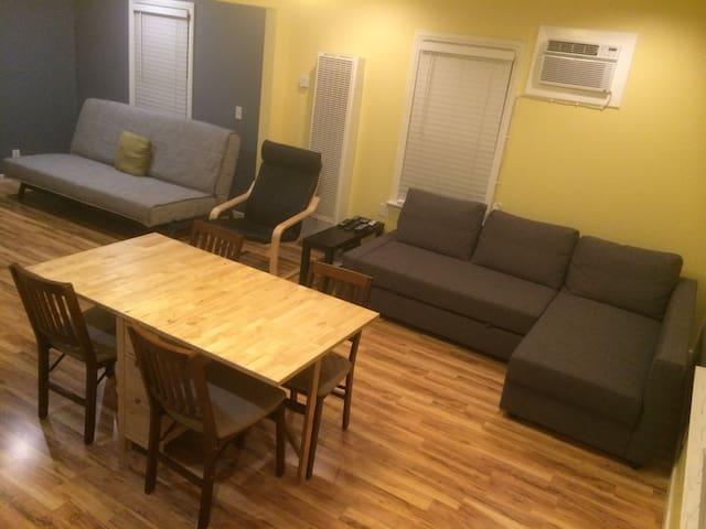 Modern, spacious Studio