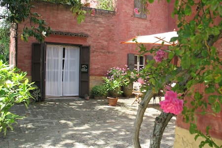 Romantiche camere Agrit. Floriani - macerata - Bed & Breakfast