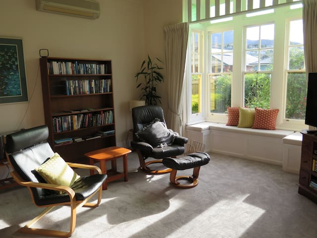 Spacious open plan apartment - Lenah Valley - Wohnung