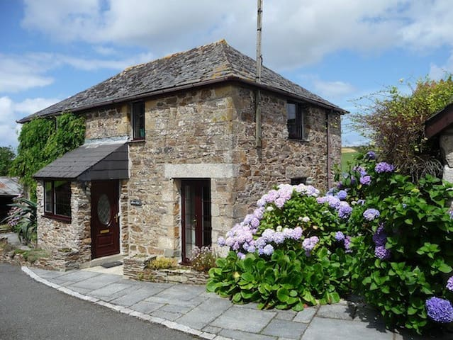 Beautiful 4 Bedroom Beamed Cottage Newquay for 6 - Newquay - Ev