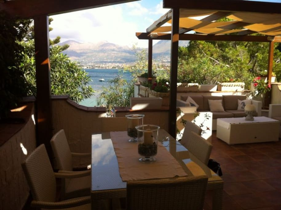 Zona pranzo in terrazzo / Dining area outside
