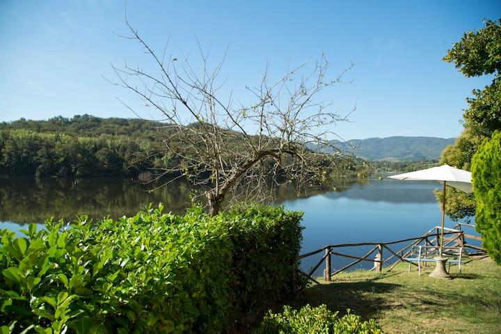 Camera Tripla A sul lago San Cipriano - Figline Valdarno - Bed & Breakfast