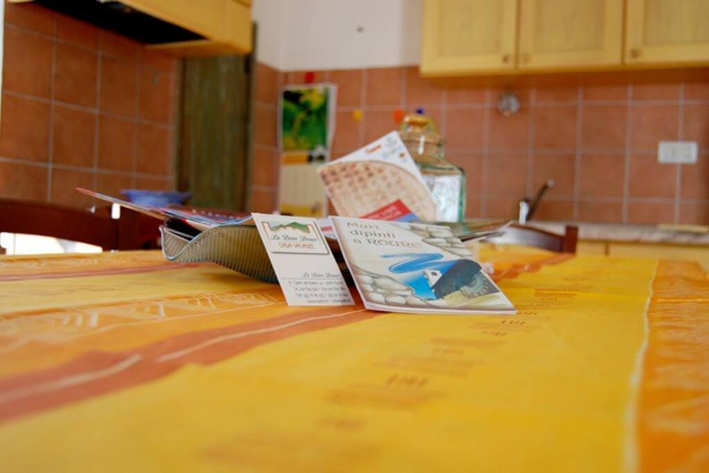 Tavolo del soggiorno cucina