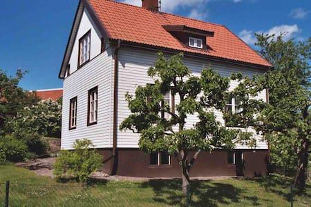 Vacker villa i centrum uthyres - 14931 Nynäshamn - 独立屋