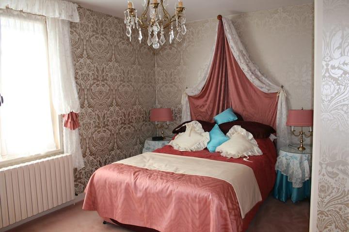 Have a memorable stay in Tournus Maison entière