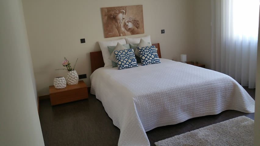 Next to the Airport/up to 3 people double room