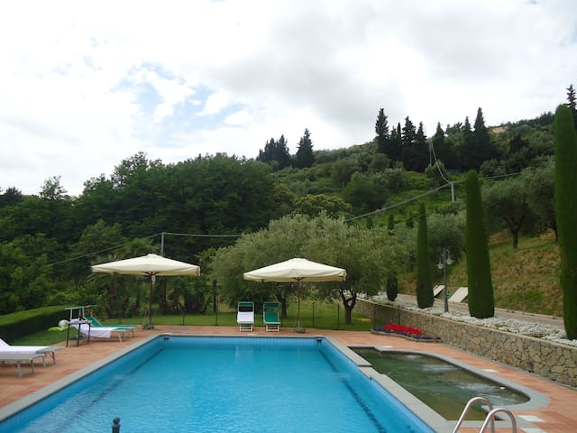 Agriturismo con piscina panoramica - Pescia - Huoneisto