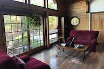 Spacious Sunroof Bedroom @ Picturesque Retreat