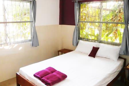Chambre dans maison avec jardin - 民宿