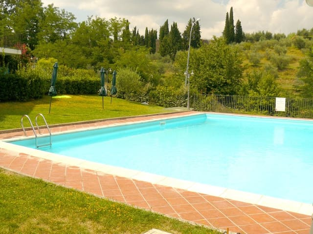 Poggio all'Aiuola,Tuscan house,swimming pool,view