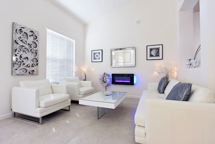 Absolutely stunning, luxury and ultra modern 4 bed