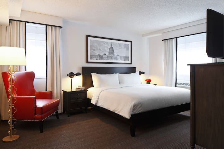 Capitol Hill Hotel, One Bedroom w/ Kitchenette