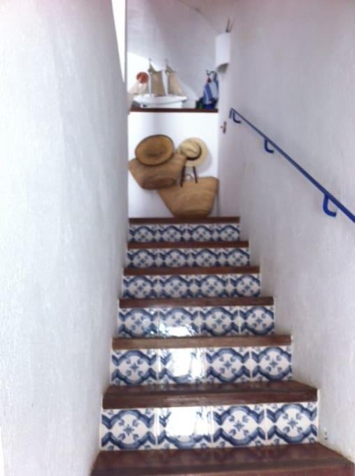 Escalier avec sa mosaïque et sa rampe typique de Cadaquès.