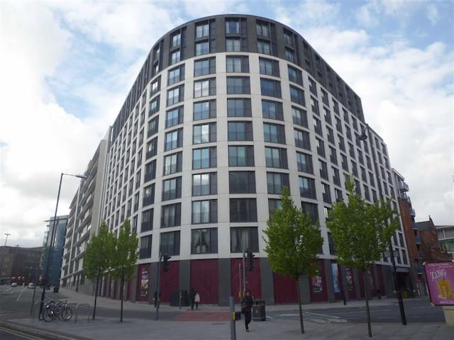 rent in manchester  available from 3/7 to 22/10