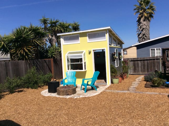 Modern Seaside Tiny House - Seaside - Other