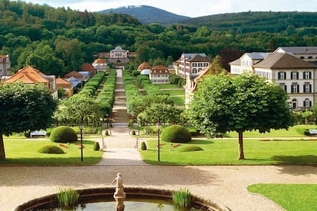 Schöne Ferienwohnung am Schlosspark - Bad Brückenau - Lägenhet